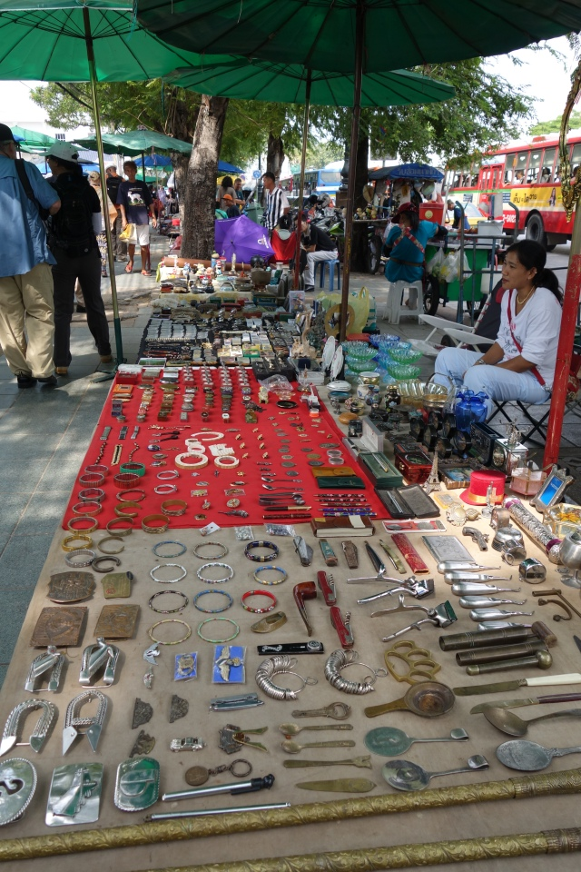 Buddhist amulet market