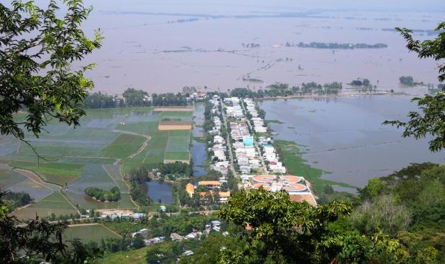 View towards Cambodia from Sam Mountain