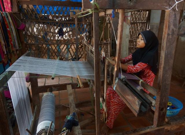 Muslim weaver