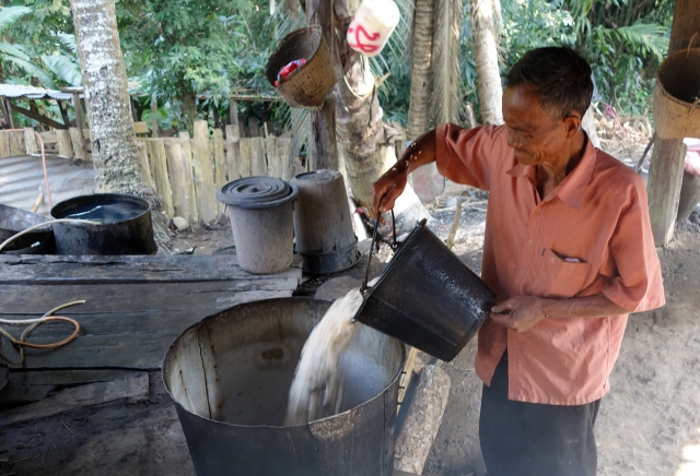 Pouring fermented rice for fire